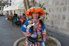 Indianermädchen als Fotomodel in Arequipa (2)