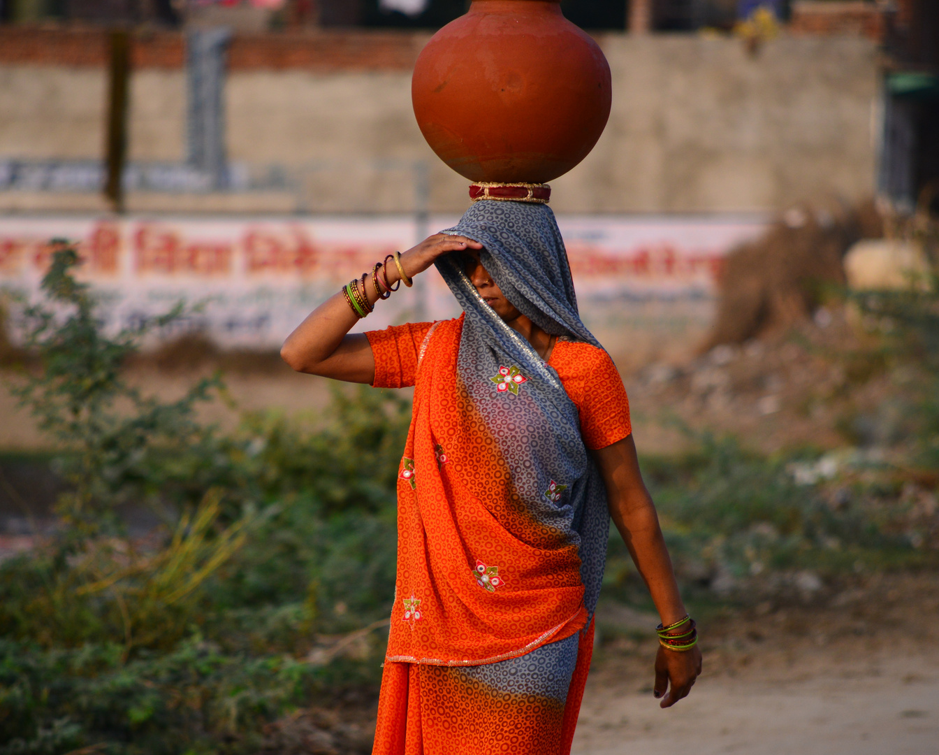 Indien, am Brunnen 1