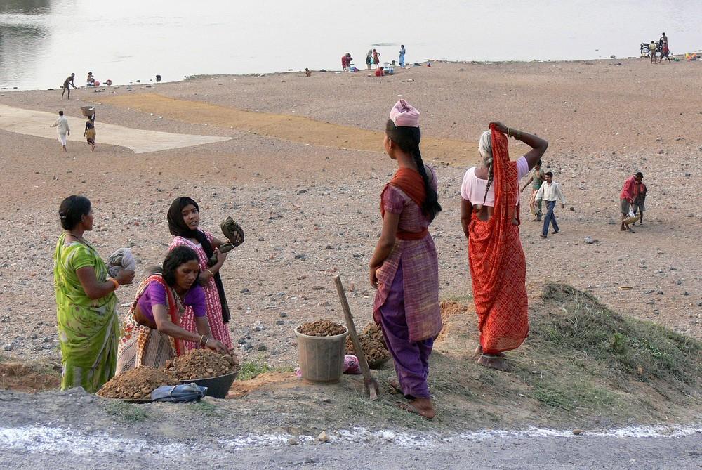 Indien: Menschen am Fluss