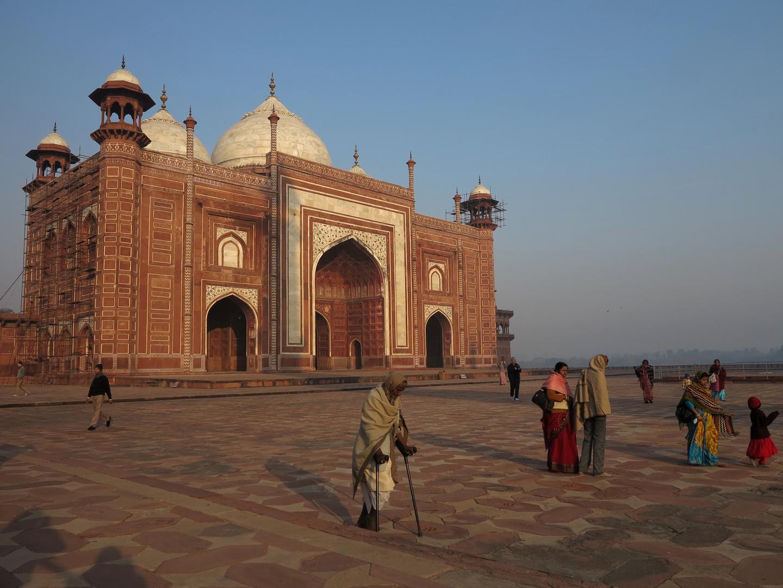 INDIEN - Rotes Minarett des Taj Mahal