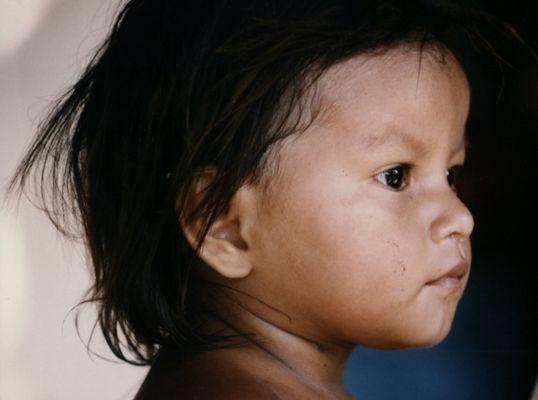 Indiojunge am Amazonas