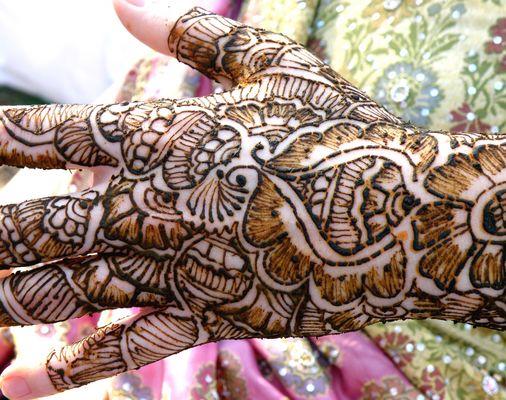Indische Hochzeitstradition an deutscher Braut :)
