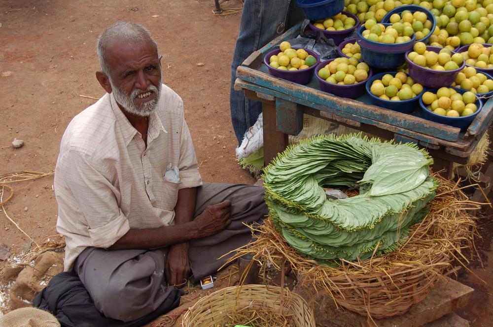 Indischer Obstmarkt - Alter Mann