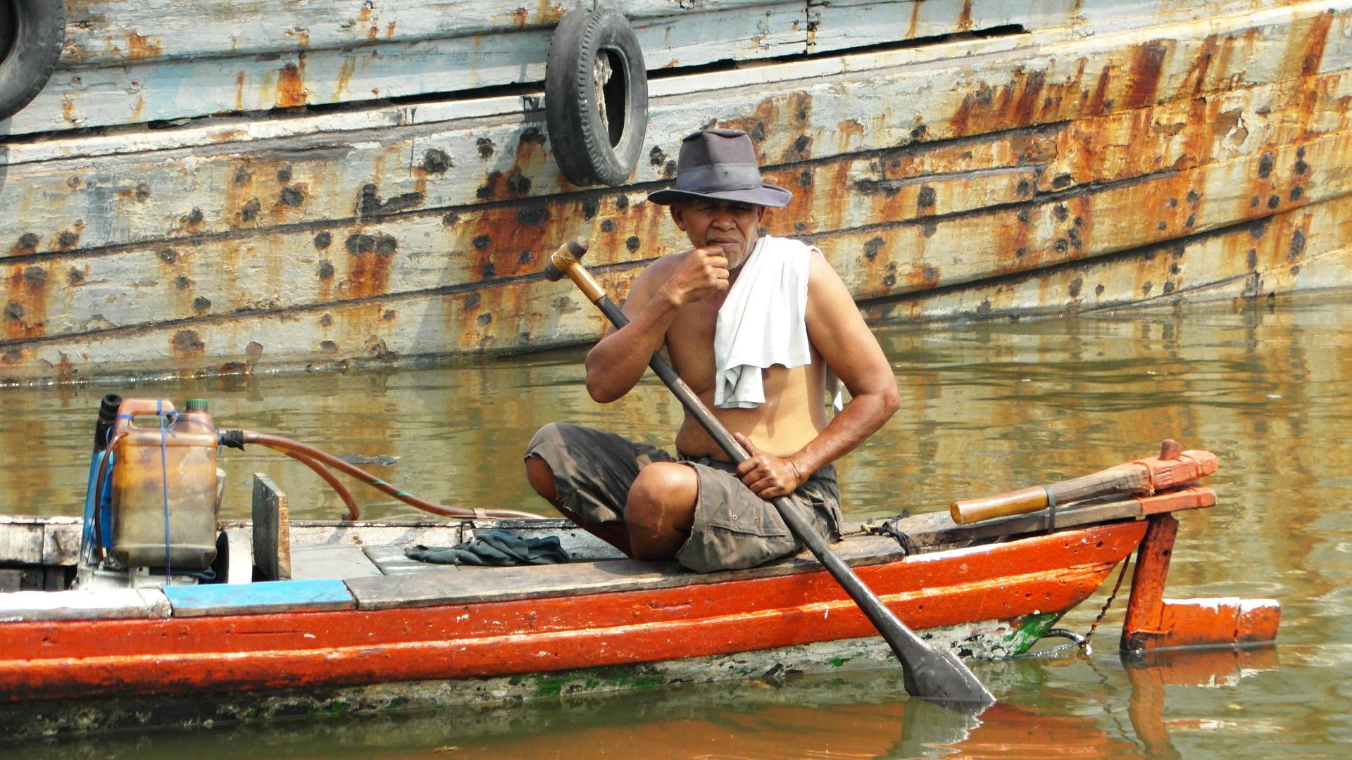 Indonesien im Hafen von Jakarta