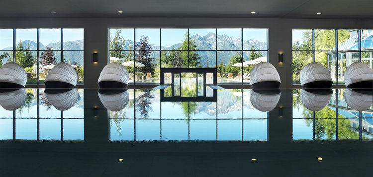 Indoor-Pool im Interalpen-Hotel Tyrol