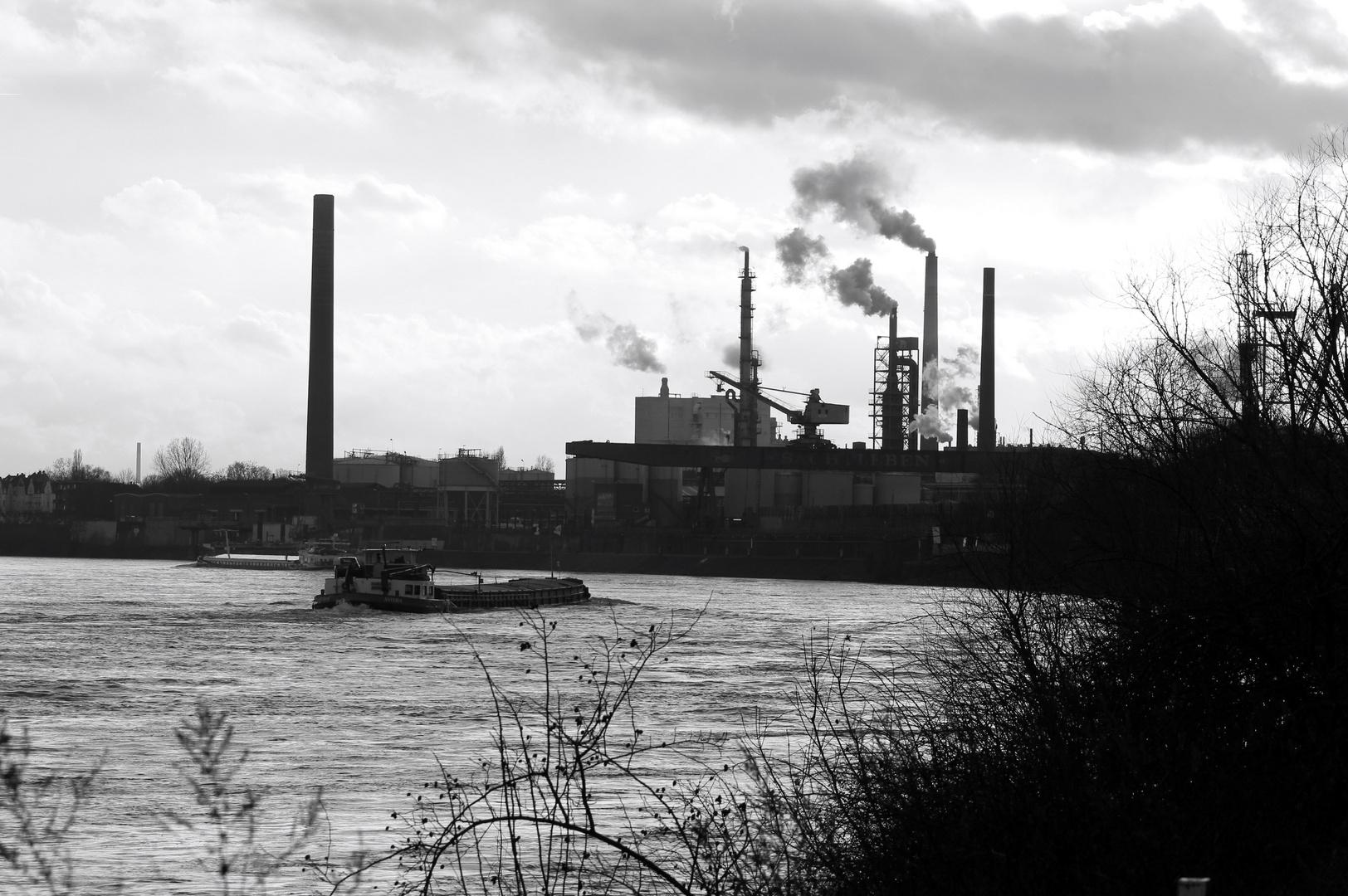 Industrie am Rhein ( Sachtleben Chemie Duisburg)