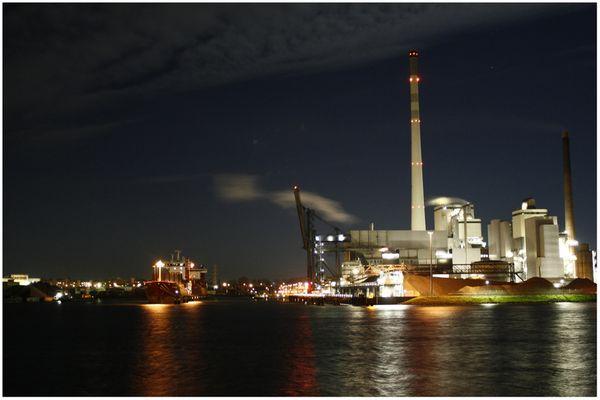 Industrie bei Nacht