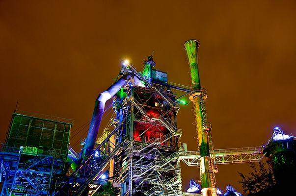 Industrie und Landschaftspark Duisburg bei Nacht