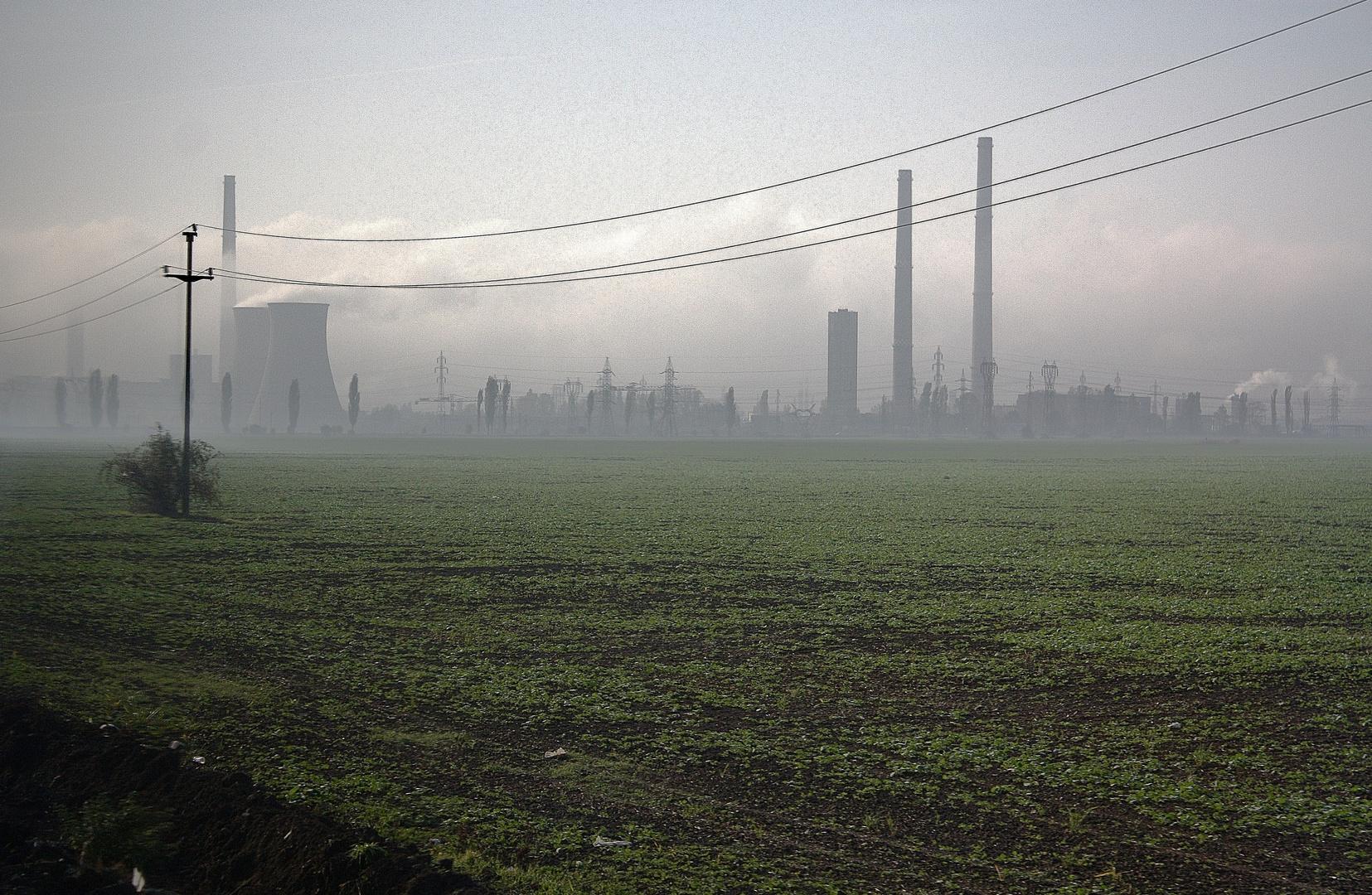 Industrie und Landwirtschaft nördlich von Bukarest