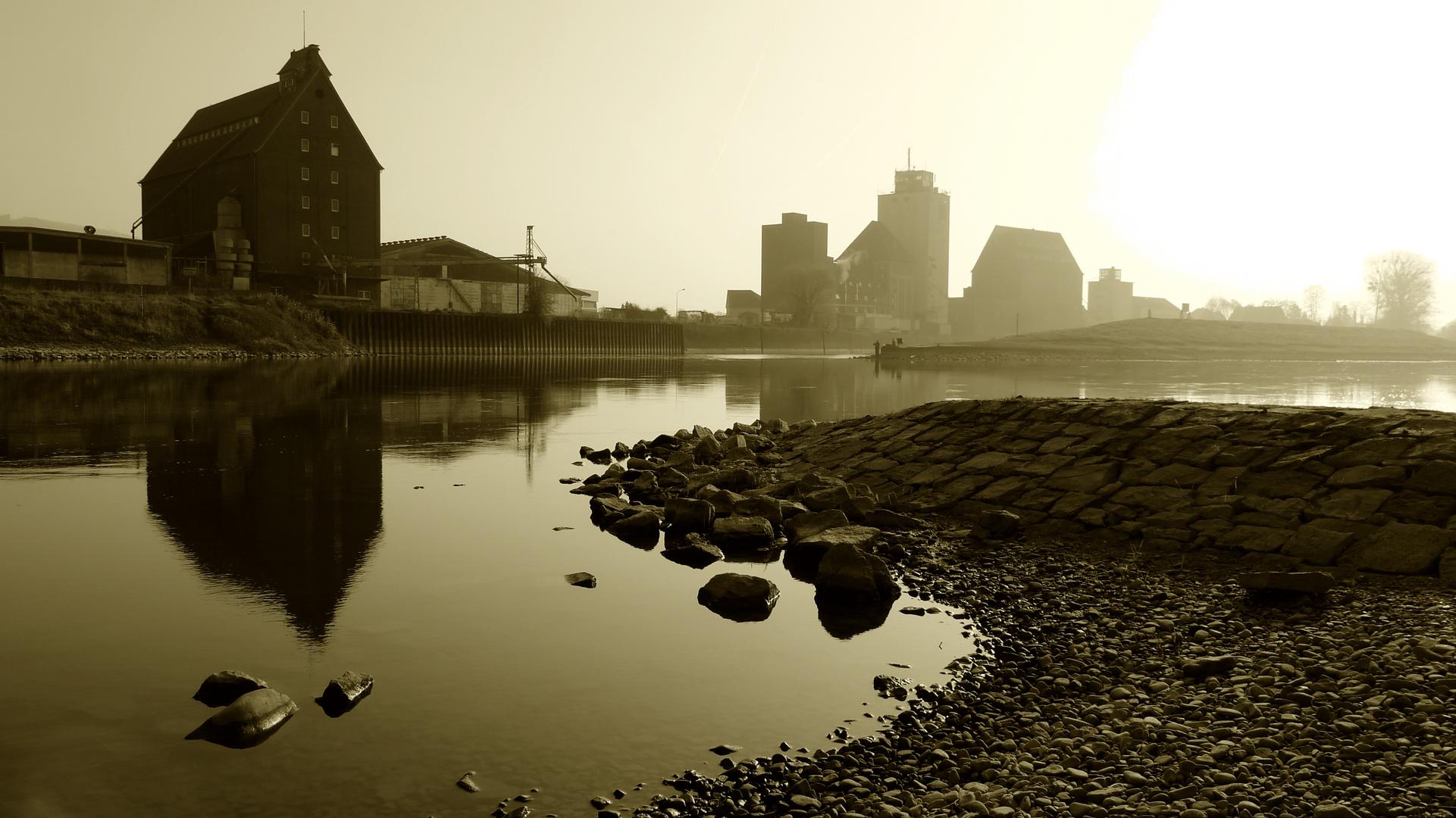 Industrie unten am Fluß