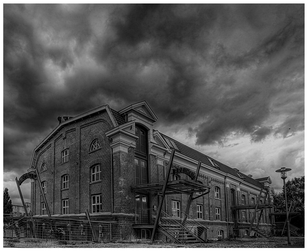 Industriedenkmal im Regen