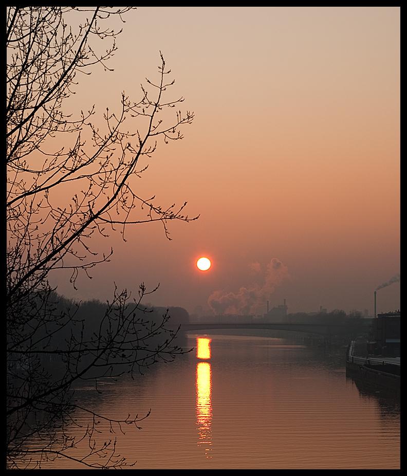 Industriepark Höchst in winterlicher Abendsonne (1)