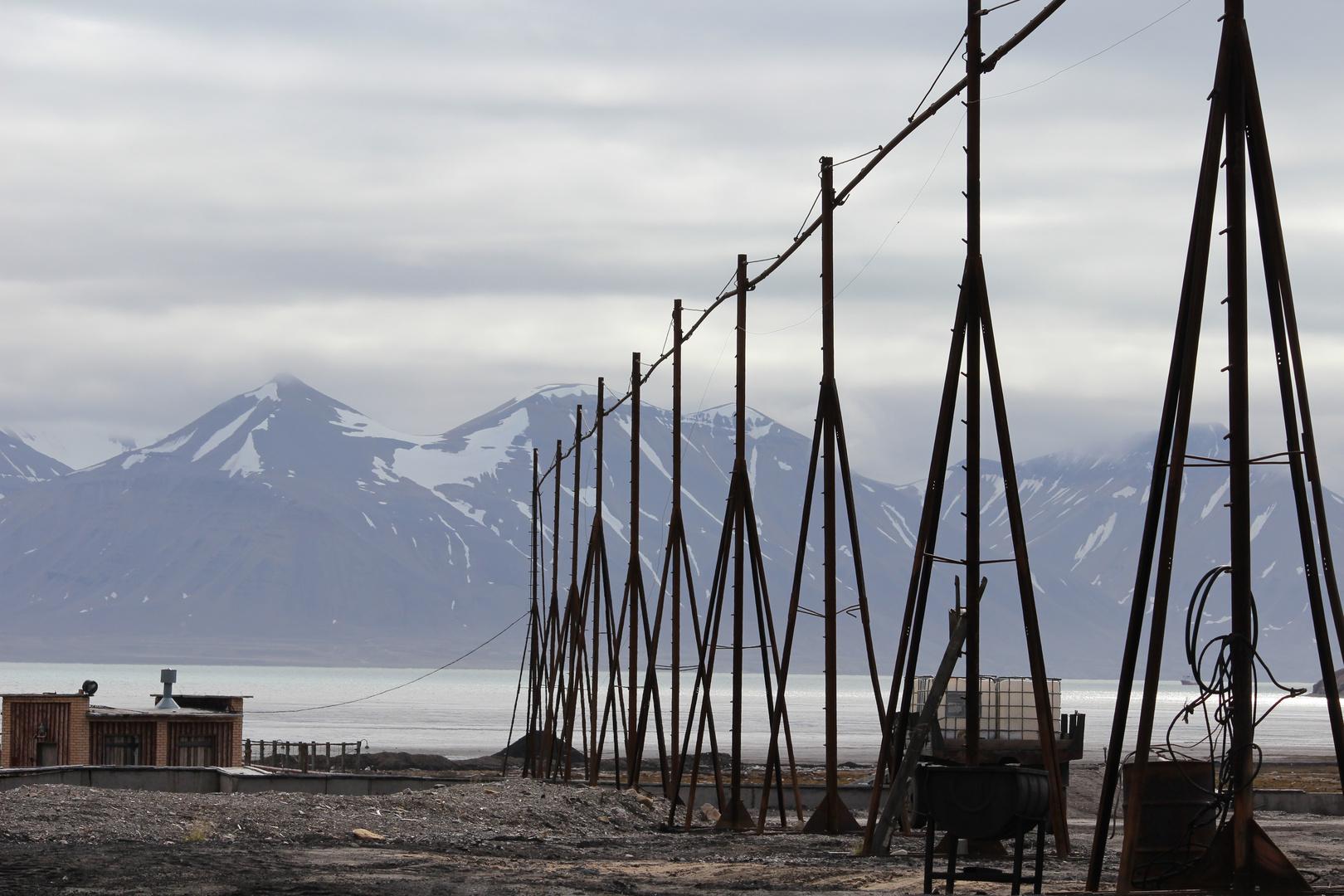 Industrieschrott in der Geisterstadt Pyramiden auf Spitzbergen