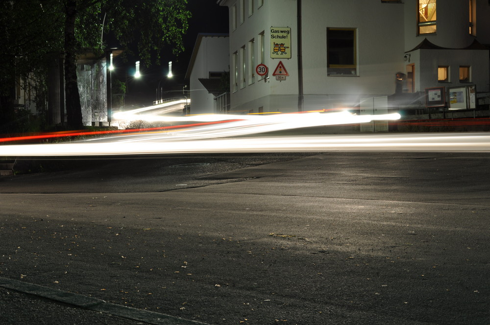 Industriestrasse bei Nacht