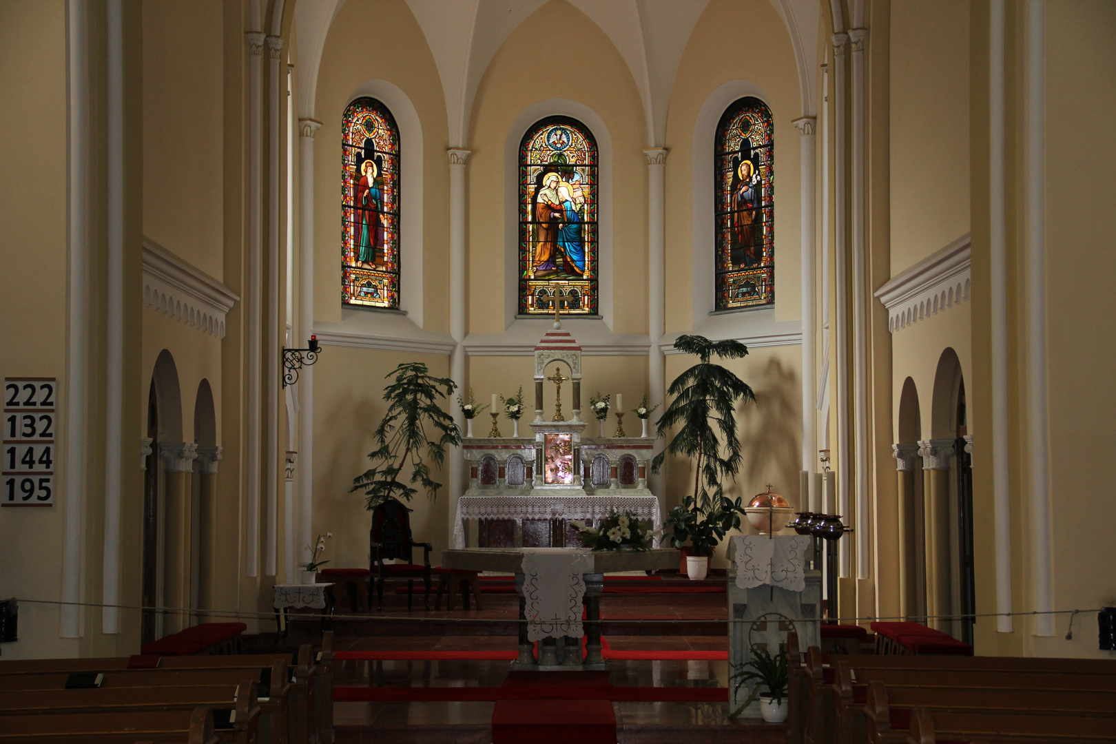 Innenansicht der Stadtkirche in Siofok, Ungarn