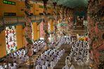 Innenansicht des Cao Dai Tempels in Tay Ninh