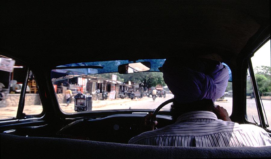 Innenansicht eines Taxis in Delhi