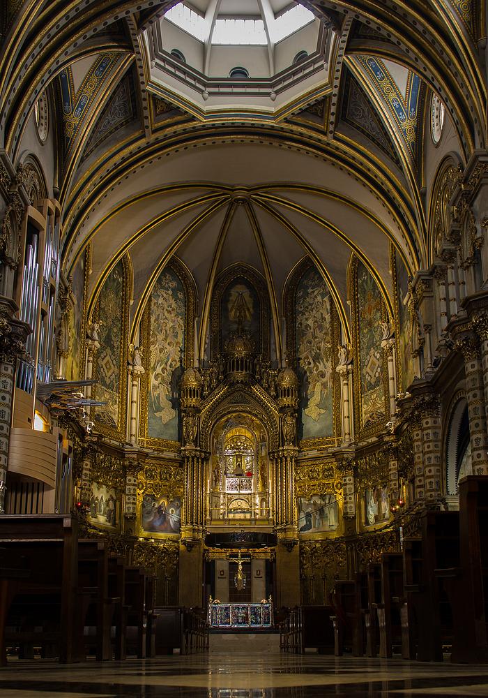 Innenansicht Klosterkirche von Montserrat bei Barcelona