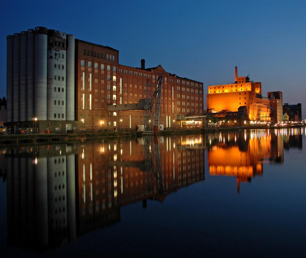 Innenhafen Duisburg am Abend