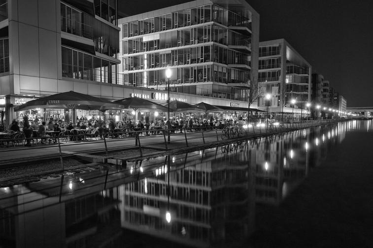 Innenhafen Duisburg - Die Vergnügungsmeile by night