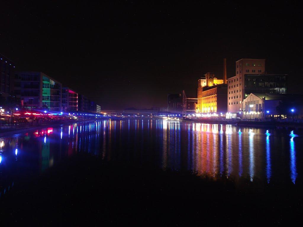 Innenhafen Leuchtet