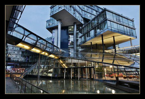 Innenhof der NORD LB am Aegi in Hannover - RELOAD
