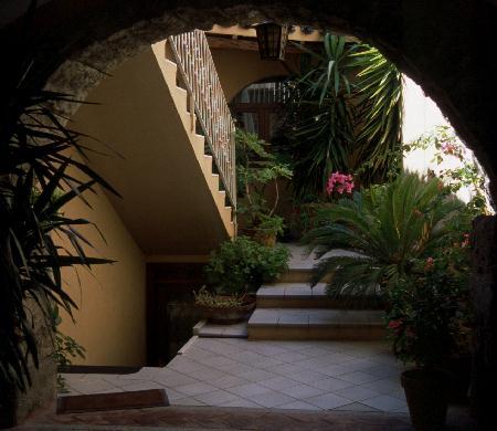Innenhof in Dorf auf Sardinien