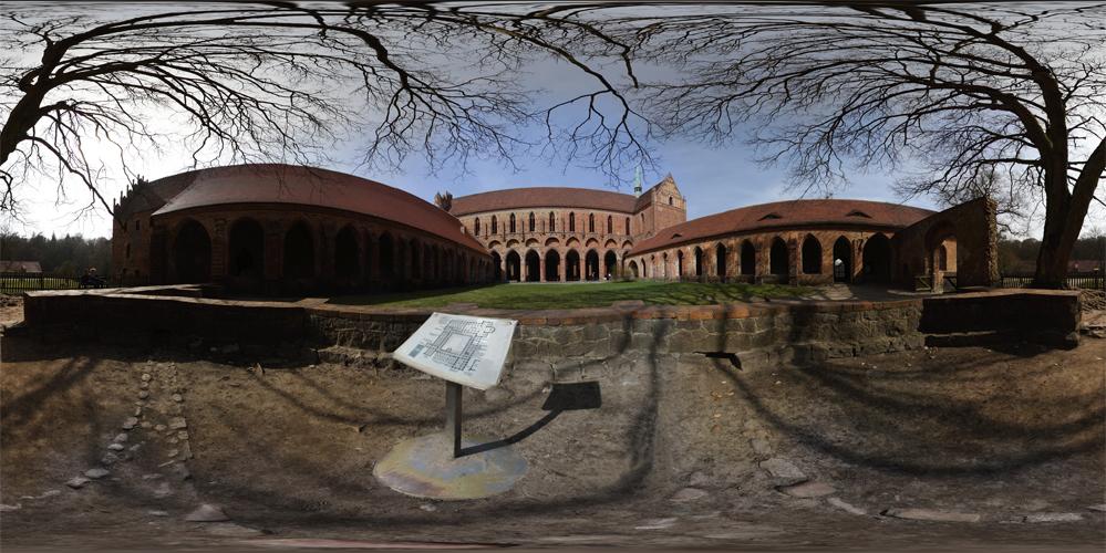 Innenhof vom Kloster Chorin
