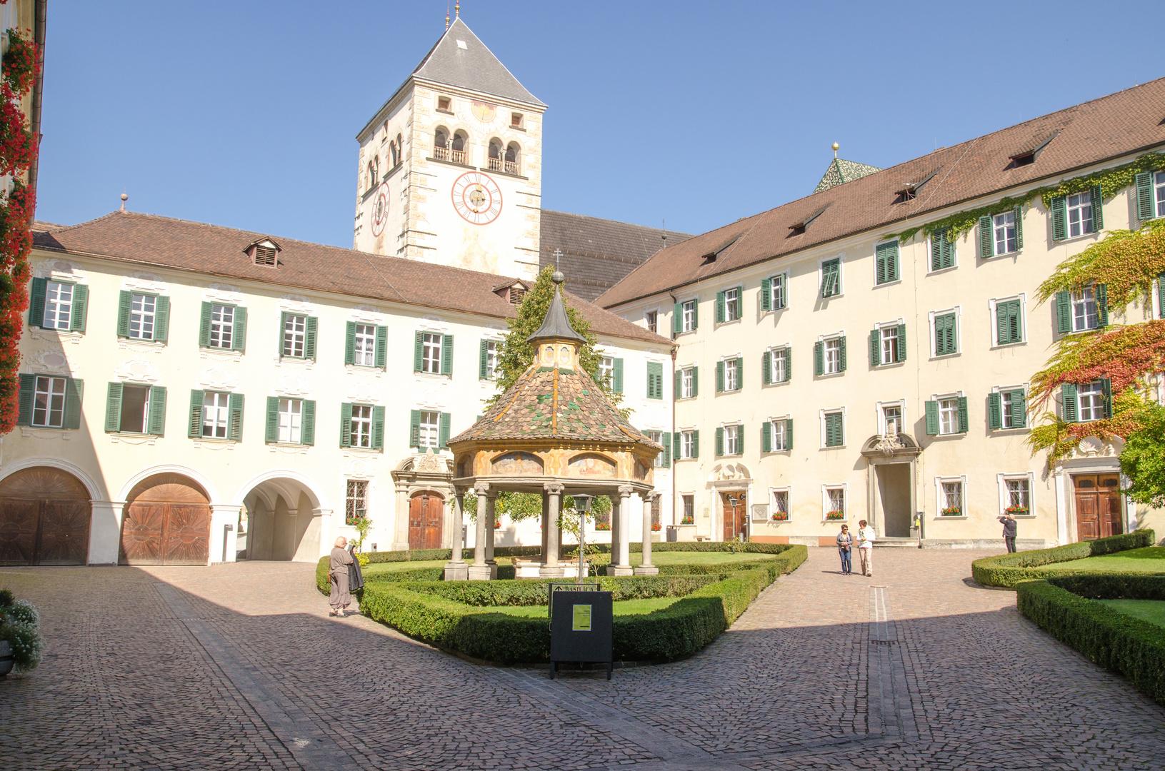 Innenhof von Kloster Neustift..