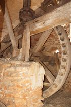 Innenleben der Ruine einer alten Wassermühle