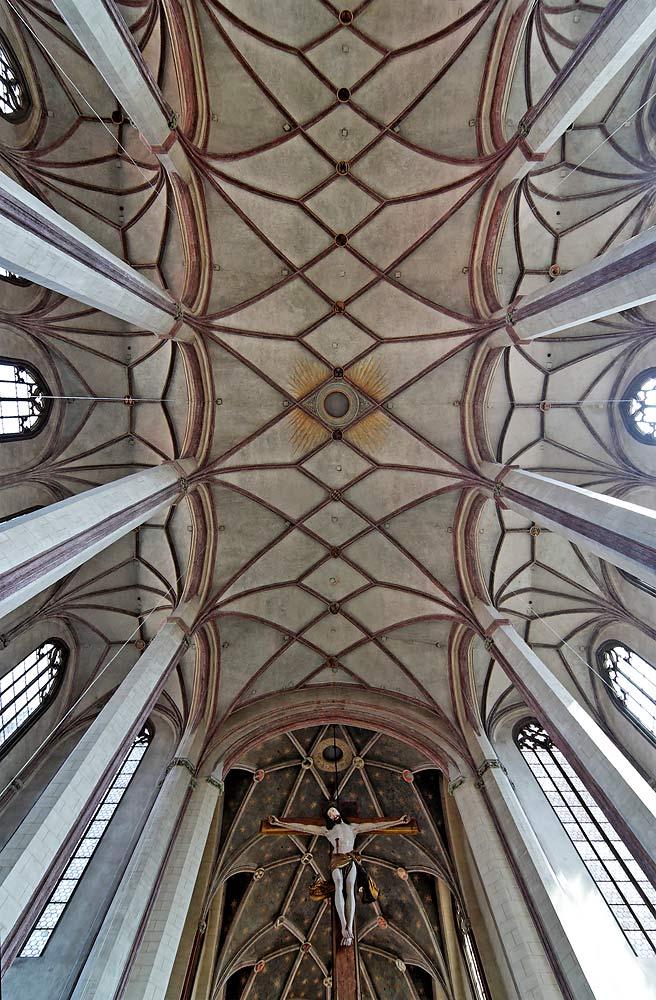 Innenraum der Stiftsbasilika St. Martin in Landshut