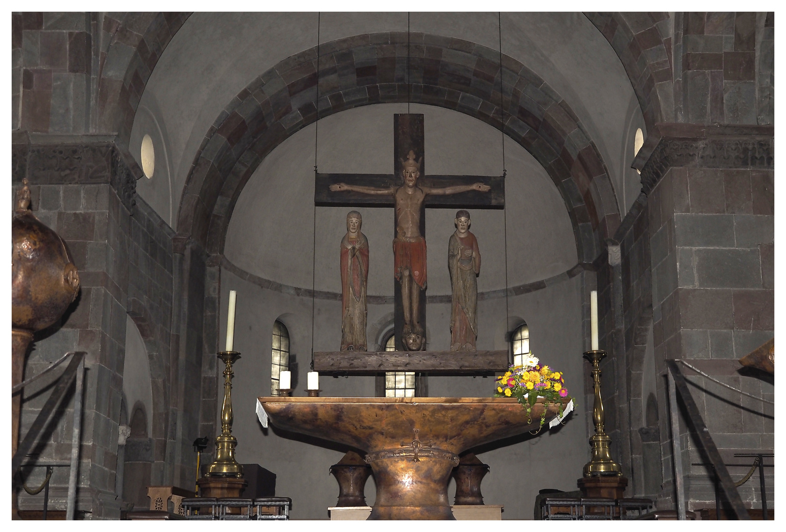 Innichen Stiftskirche mit  Altar