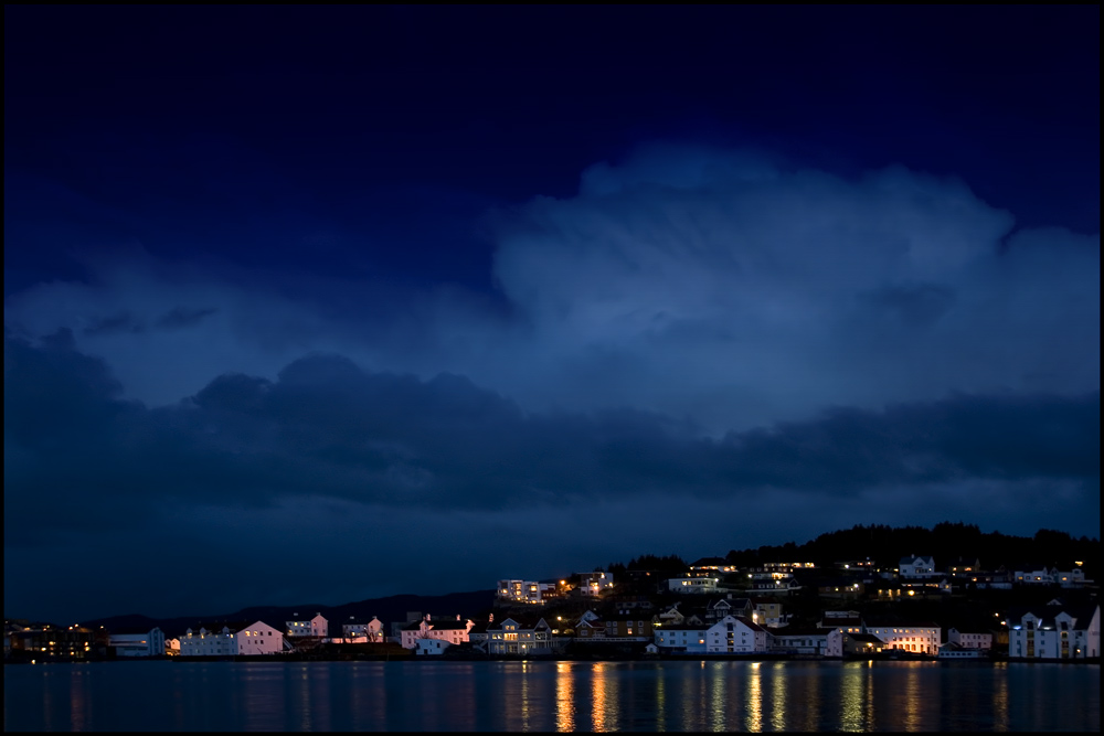 Innlandet, Kristiansund, by night...