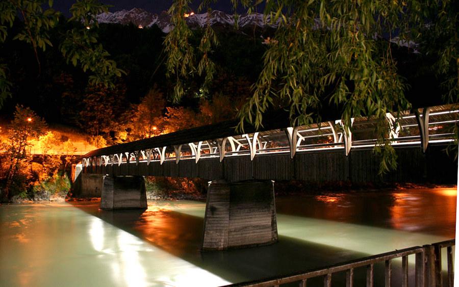 Innsbruck: Innsteg bei Nacht