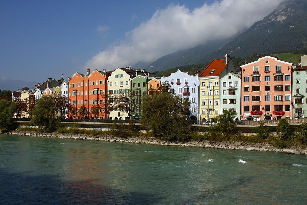 Innsbruck ist die Landeshauptstadt des Bundeslandes Tirol in Österreich.