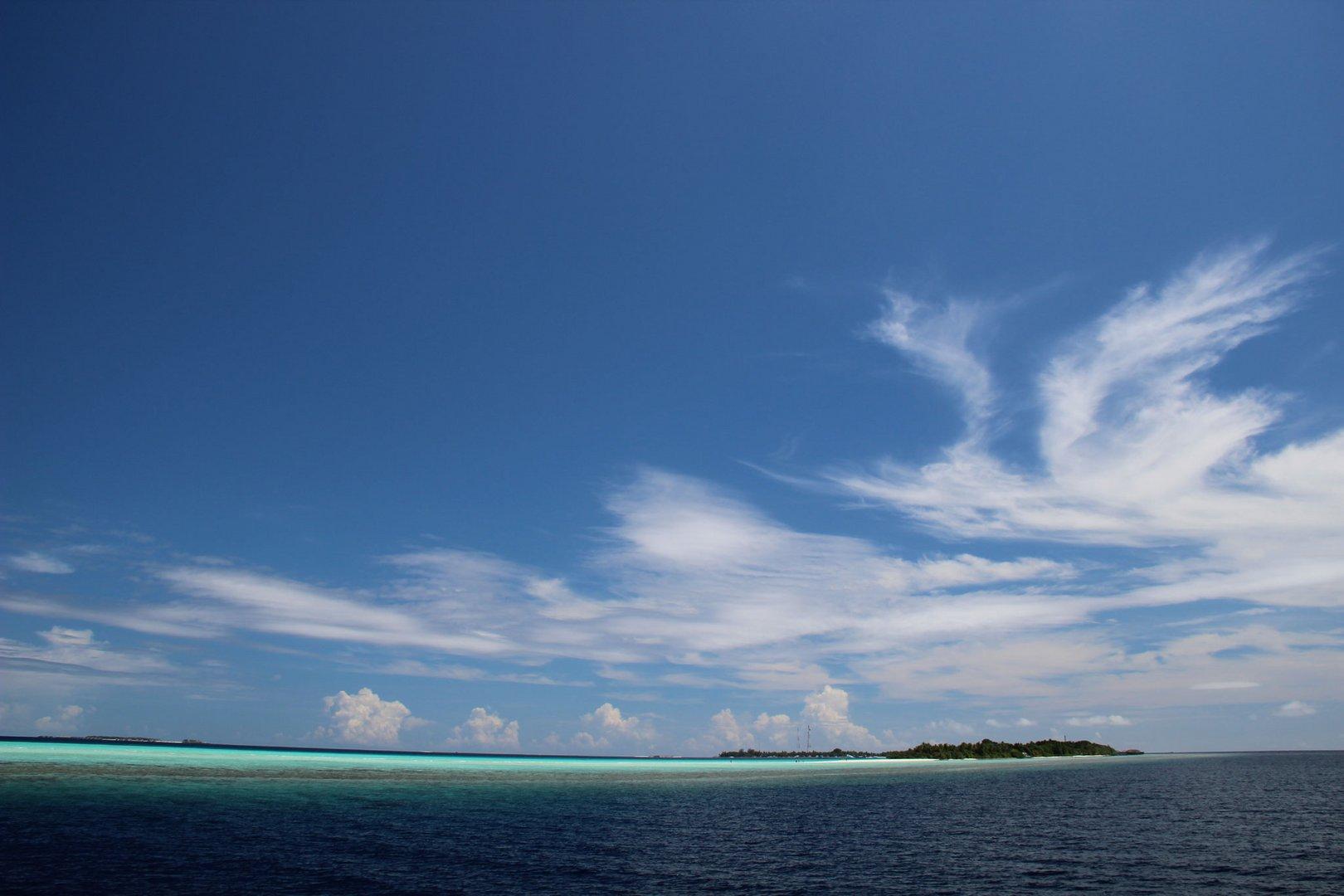 Insel Kuramathi vom Boot aus