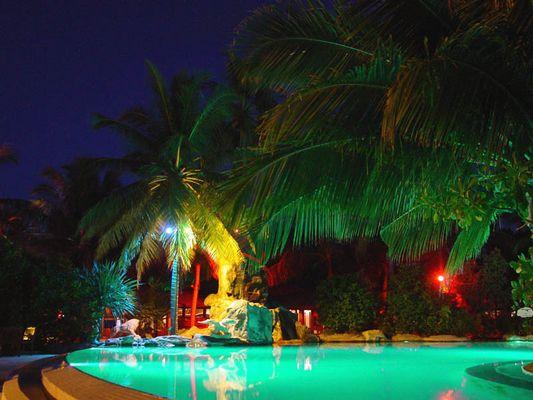 Inselnachtleben am Pool