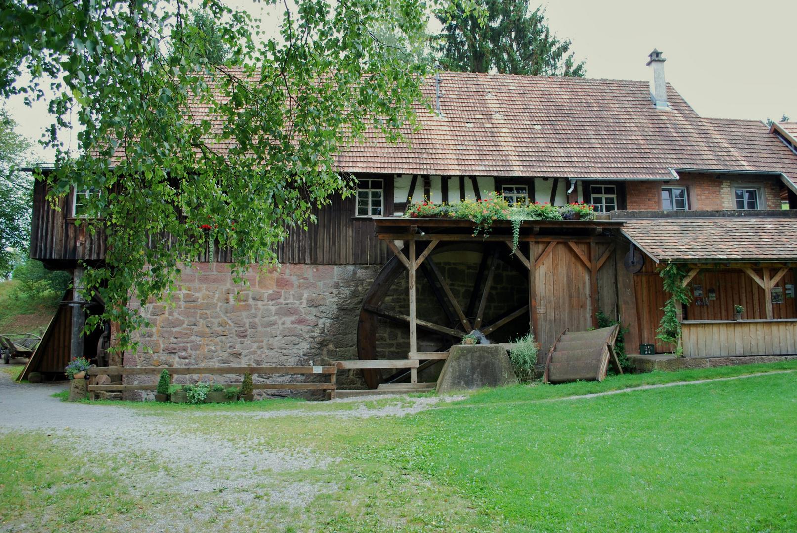intakte Wassermühle