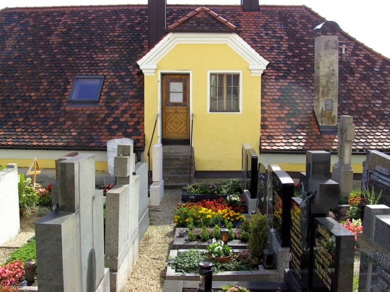...interessanter Hauseingang....Friedhof in Donaustauf.....