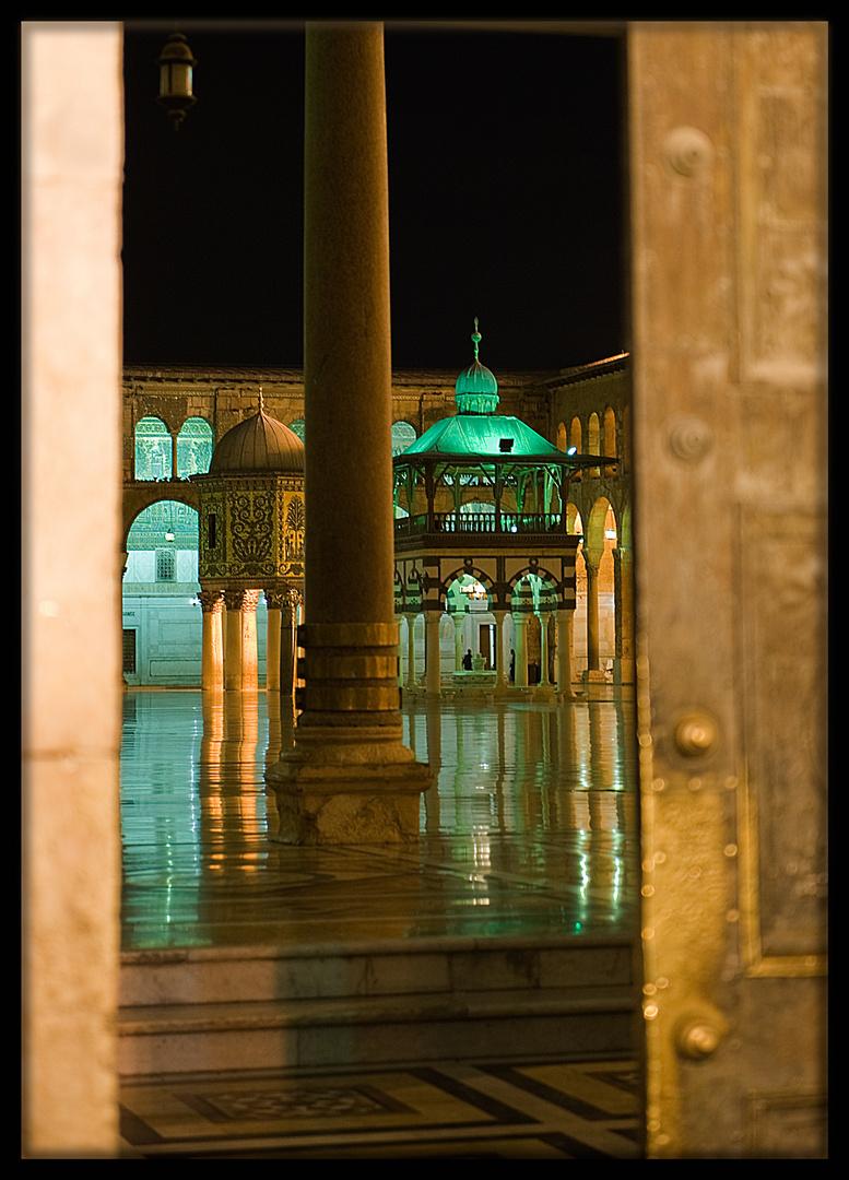 Intérieur nuit de la mosquée des Omeyyades, Damas