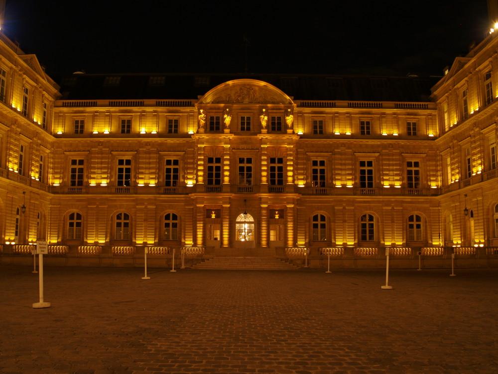 Interieur senat de nuit lumiere naturelle photo et image for Interieur nuit