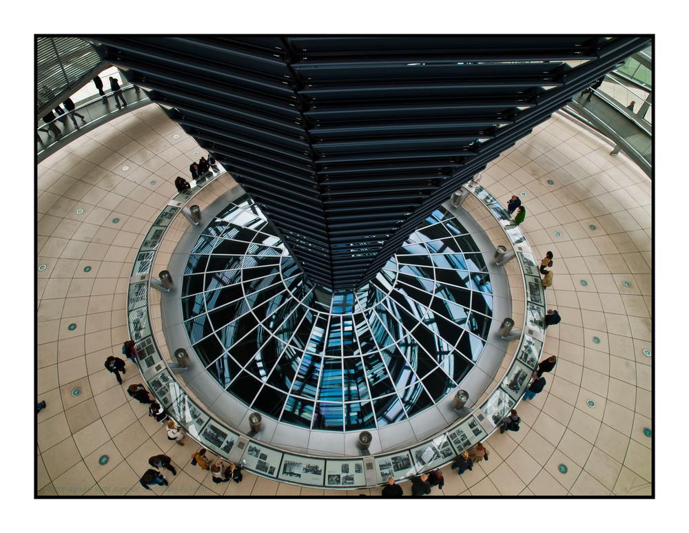 Interior cúpula vista superior Reichstag ( Berlín )