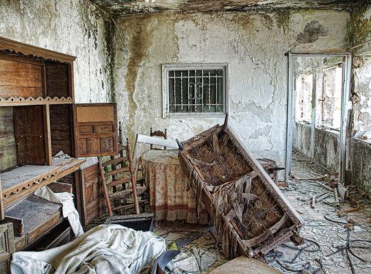 Interior en ruinas