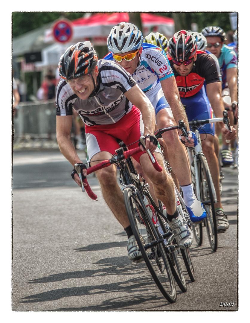 Intern. Radrennen in Spich - Bild 1