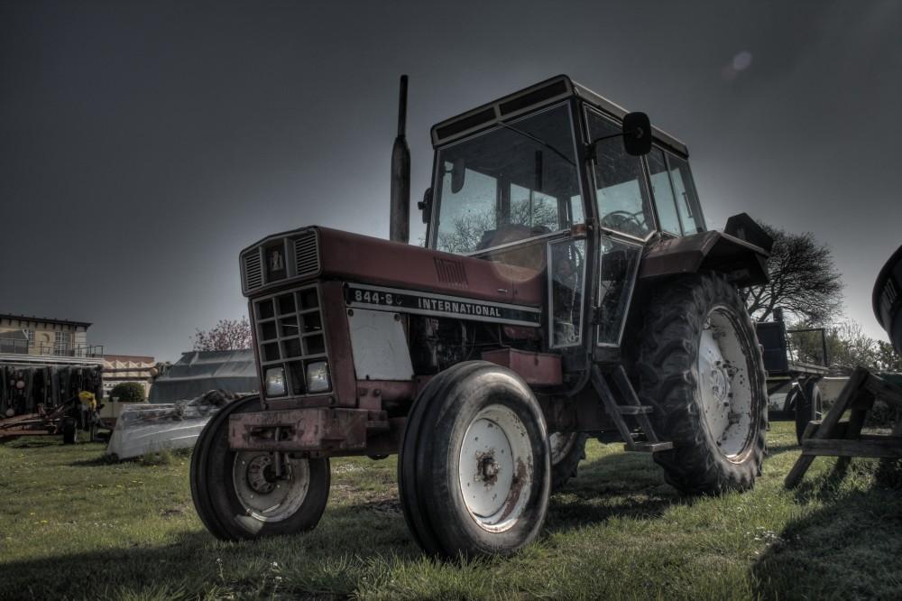 International 844-S Traktor