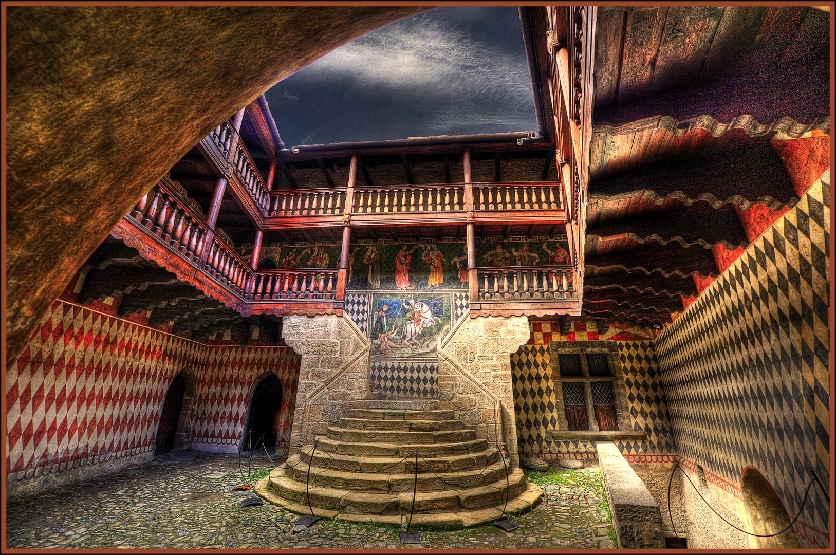 Interni castello di fenis foto immagini architetture for Disegni di interni