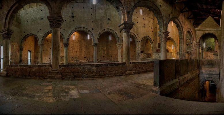 interno Basilica di San Pietro