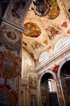 Interno con affreschi