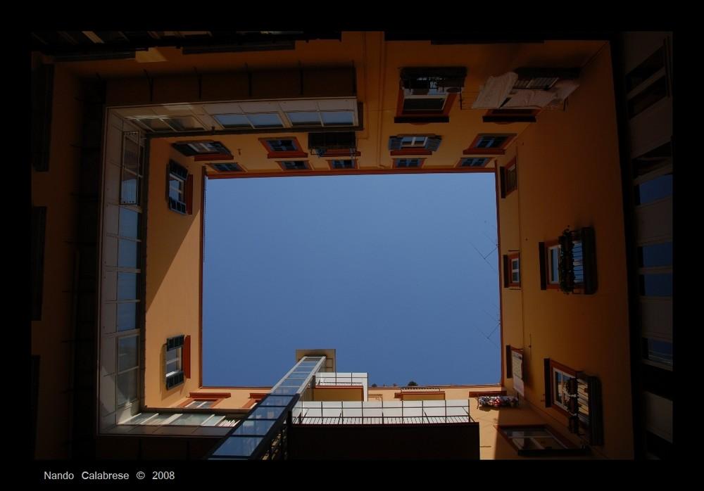Interno cortile Palazzo Capracotta - Napoli