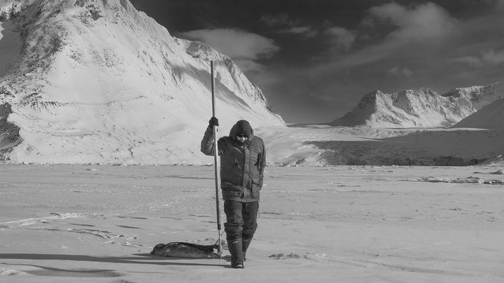 inuit jäger mit robbe